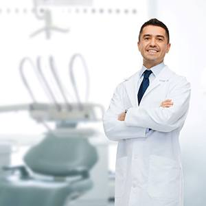 Image of a dentist ready to treat your dental emergency.